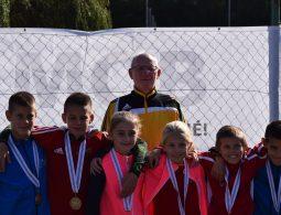 Első sor: Kántor Benedek (balról), Herczeg Áron, Kovács Flóra Sára, Simon Csilla, Balogh Tamás és Kántor Vince. Hátul: Fridrich László.