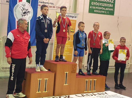 Tóth Zoltán (jobbról a harmadik) a dobogón.
